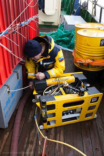 Подготовка к погружениюТНПА. Аппарат «Мираж» на палубе судна «Картеш»