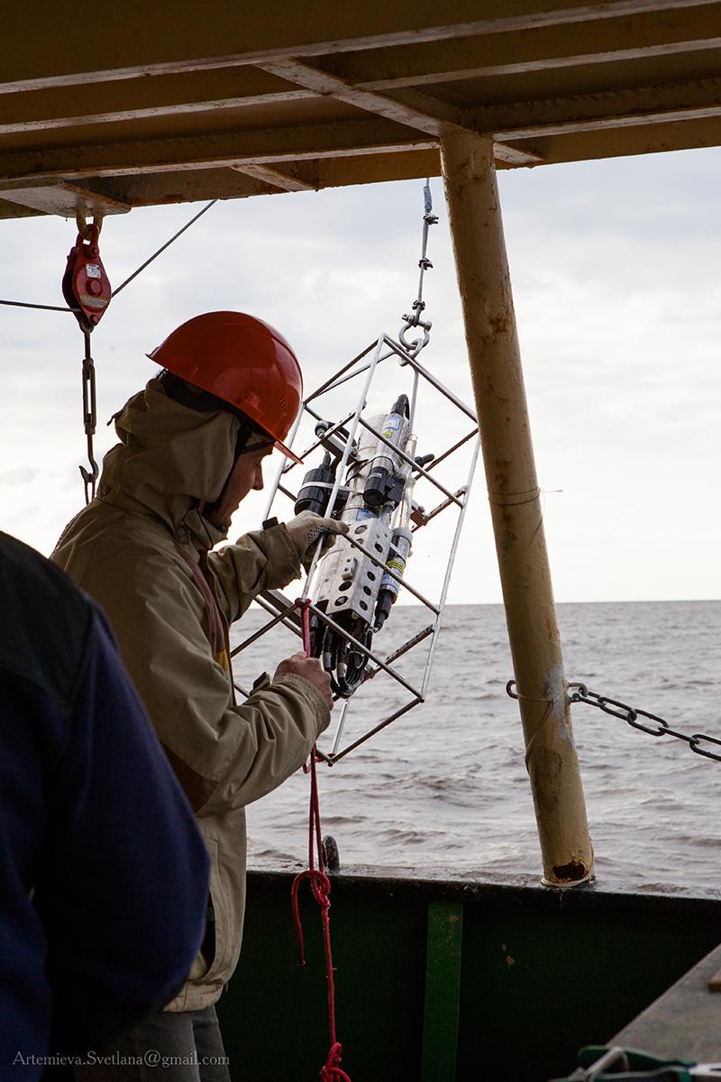 Подъём CTD зонда SBE-19+ на палубу